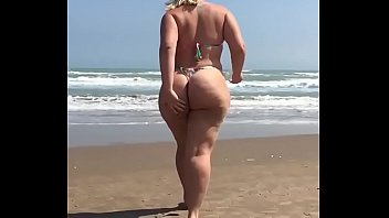 playa sorprendidos pareja en solitaria Dream threesome hot brutal brunette and blonde