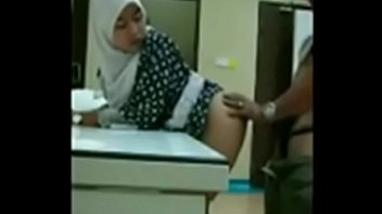 hijab di jilbab indonesiangintip kontrakan3 mesum Htchicks love black huge cocks 1