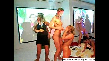 inserting and lesbian hand full pussy in licking vagina5 Fun in spring break p3