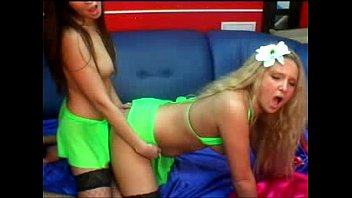 and big pleasuring blonde bombshell our hot brunette cocks nympho Horny chicks are engulfing wang simultaneously