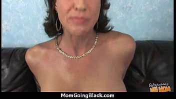 mom tits natural big Chicas pierden su virginidad x primera vez