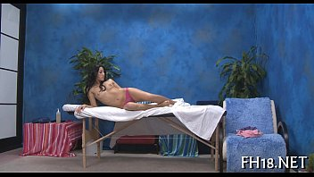 sexy asian massage Se la folla mientras habla con su novio por tel