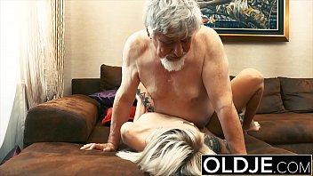 yg memek entot perawan di pertamakali Seductive undressing striptease