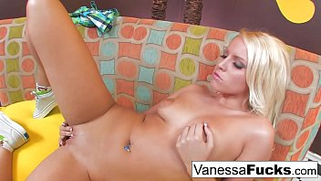 vanessa lazio et Bitchslapped slave girls
