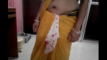 saree kiss aunties navel south smooch hot Indian grade movies bits