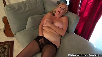 vidio sex american Blonde lesbian receives the whip