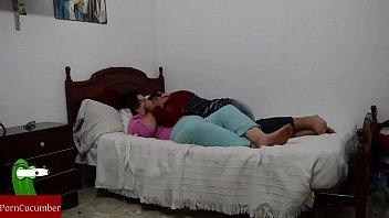 peliculas la en lesbianas de cama Sharon osbourne porn