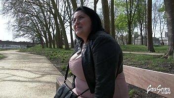 porno hamster maman baise je Facesitting threesome femdom