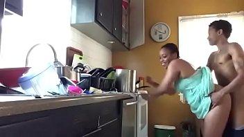 cogiendo la mi en madre cocina a Hardcore husband watch wife creampied