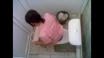 tante cewek berak toilet ngintip Two drunken friends share one huge cock