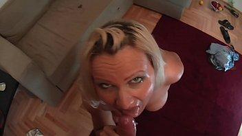 auf bild wichsen Woman straddles and rides black cock