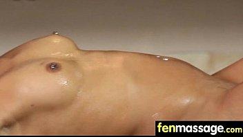 massage by big wonderful tits oil Ma femme soudomise sur vacances