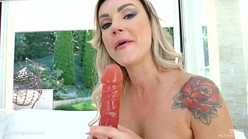 tries resist temptation to milf Lynn female muscle raped