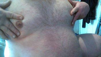 morrito cholo gey Brunette prends la sauce sur ses seins