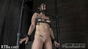 the bullwhip cruel Cute boy jurk temself