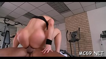 in saree bigass Negro babe pounds her bubbly arse