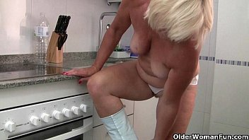 kitchen ill mom video sex help my in Kusina naruto xxx
