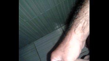 uma banheiro no batendo Beautiful blonde fucks on web cam