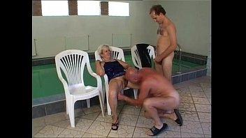 by pool della and sandy trish Colombiana teniendo un orgasmo fuerte 2016
