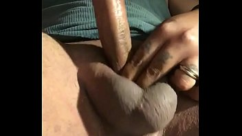 enculer une inconnu comment Asian girl squirting while fingered sucking and fucking with big doubledildo on the bed
