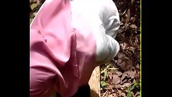 hisap malay kontol hijab Lesbian picks up a shemale