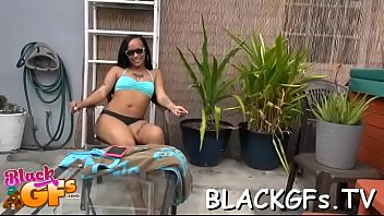 girl simmie black G oped in bus
