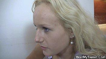 70years old mom video sex Surpris entrain de baiser avec sa copine