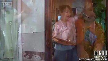 skirt mom masturbating her under Se folla al tecnico